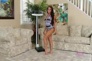 1171632 Rahyndee Will Make You Laugh While Showing Her Naked Bo