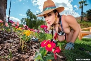 Monstercurves Valentina Nappi Gardening Hoe Xvideoshits.com Video