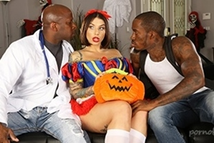 Bang Trickery · Ivy Lebelle Goes Trick Or Treating For DP