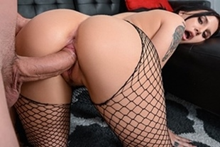 MonsterCurves · Stretch And Tease