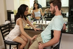 Moms Teach Sex · Katya Rodriguez, Tia Cyrus · Share With Mommy